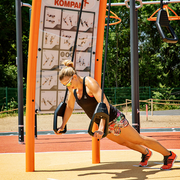 Outdoor-fitness-area-for-colleges-and-universitie-suspension-trainer_horisontals.jpg