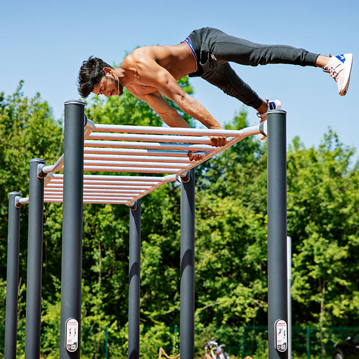Outdoor-fitness-for-colleges-and-universities_calisthenics_horisontal.jpg