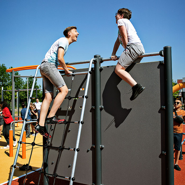 Outdoor-fitness-for-colleges-and-universities_obstacle-course_horisontal.jpg