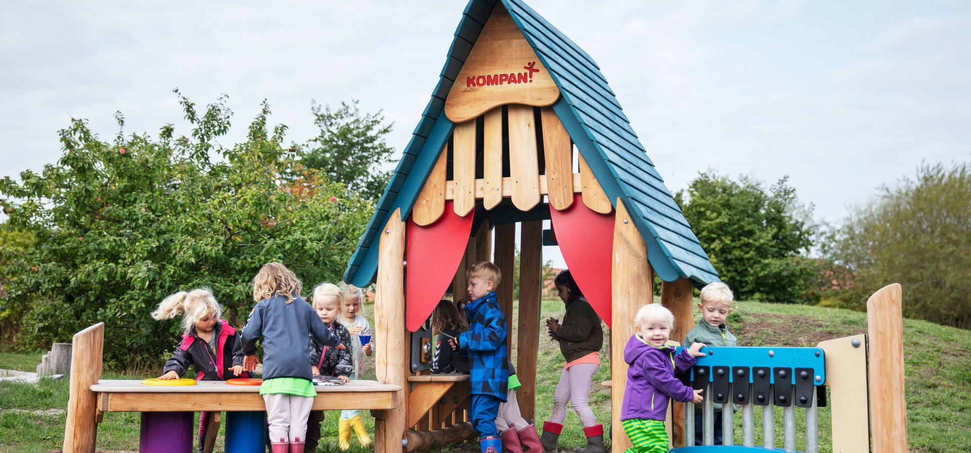 A new approach to sensory, ground-based play for the youngest children.